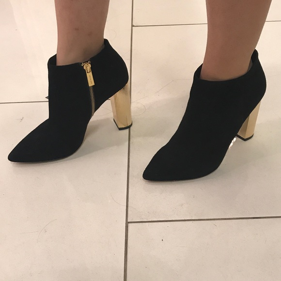 4392439891b Michael Kors Paloma bootie size 6. M 5a433eb8caab442ccc084751